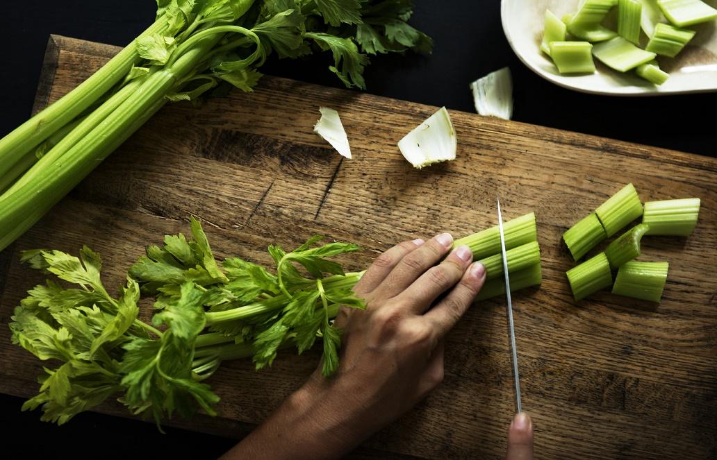 低カロリーで栄養価が高い「セロリ」、保存方法や選び方は?